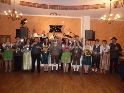 Foto zu Meldung: Gekrönte Häupter bei Polka und Walzer