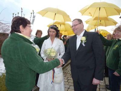 Foto zu Meldung: Stefanie und Michael Dötzlhofer gaben sich das Ja-Wort