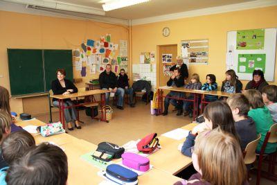 Foto zu Meldung: Frau Heinrich in der Schule