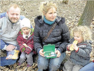 Foto zur Meldung: Freundeskreis der Kinder von Burgschwalbach e.V.: Der Osterhase versteckte Nester im Märchenwald