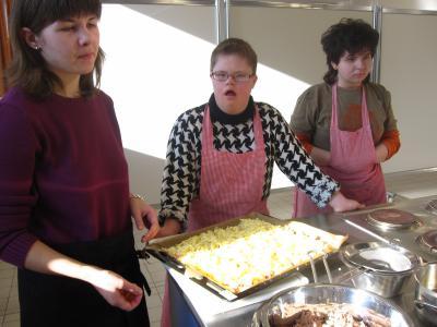 Foto zur Meldung: Pizzabacken mit der Lebensschule