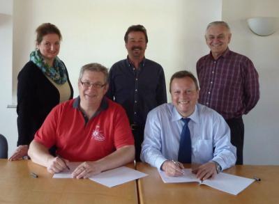 Foto zu Meldung: Neuer Mietvertrag für das Jugendhaus in Krailing