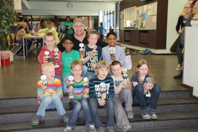 Foto zur Meldung: Siegesfeier der Schachkinder