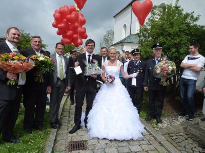 Foto zur Meldung: Michael und Franziska Holzapfel reichten sich die Hand zum Ehebund