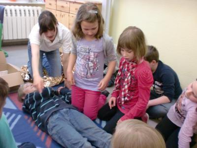 Foto zur Meldung: Erste Hilfe Projekt an der Grundschule Rückersdorf