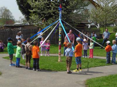 Foto zur Meldung: Der Kindergarten feierte in den Mai