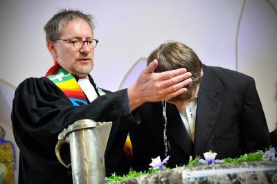 Vorschaubild zur Meldung: Konfirmation und Taufe