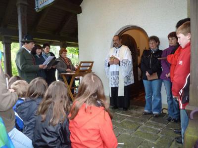 Foto zur Meldung: Letzte Maiandacht in der Dorfkapelle Viechtafell