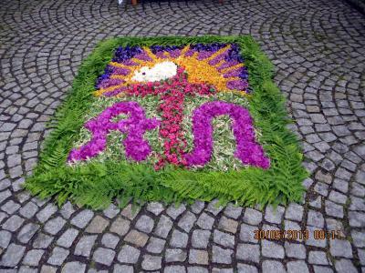 Foto zur Meldung: Blumenteppich bereicherte die Fronleichnamsprozession