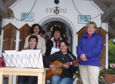 Foto zur Meldung: Stimmungsvolle Maiandacht an der Schedlbauer Kapelle am Pfahl