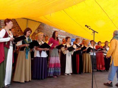 Foto zu Meldung: Begeistertes Chorkonzert auf Burg Friedland