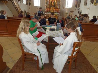 Foto zur Meldung: Ministranten gestalteten den Sonntags-Gottesdienst