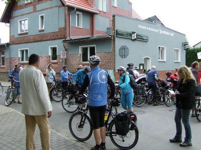 Foto zu Meldung: Tour de MOZ - Sternfahrt zur Burg Friedland