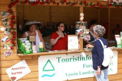 Foto zur Meldung: LAUSITZER LAND e.V. mit tourisischem Angebot im Rosengarten
