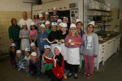 Foto zu Meldung: Drittklässler zu Besuch in der Bäckerei Küspert