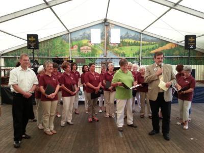Foto zur Meldung: Seniorentag der Gemeinde Schenklengsfeld im Festzelt