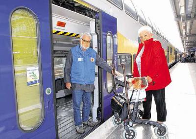 Vorschaubild zur Meldung: Ehrenamtliche fahren im Zug mit