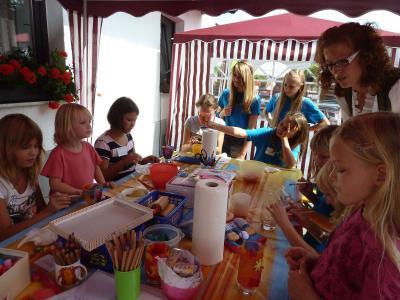 Foto zur Meldung: Ein schönes Fest bei der Pfarrfamilie – Fanfaren aus Viechtach spielten auf