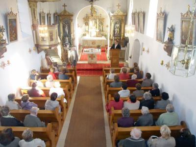 Foto zur Meldung: Pfarrer Albert Vogl zu Besuch in seiner ehemaligen Pfarrei Prackenbach