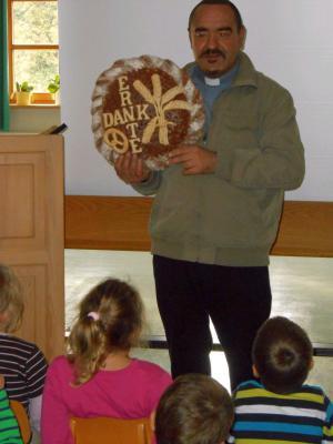 Foto zur Meldung: Danke für jedes Stückchen Brot