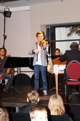 """Foto zur Meldung: Klassik - I like it! - Kostenfreies Kinderkonzert am 17.10.2013 mit """"Wunderkind"""" Elin Kolev (Violine) und Orchester in Havelberg"""