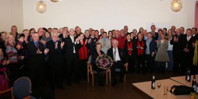 Foto zur Meldung: Hans-Joachim Flach erhält das Bundesverdienstkreuz am Bande
