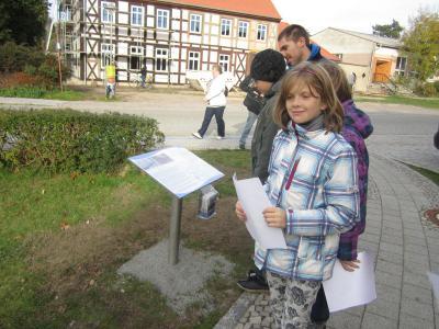 Foto zur Meldung: Junge Forscher auf alten Wegen