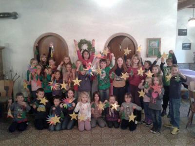 Foto zur Meldung: Fröhlicher Bastelnachmittag beim Dorfverein