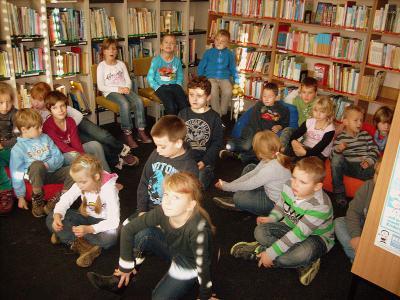 Foto zur Meldung: Besuch in der Schulbibliothek