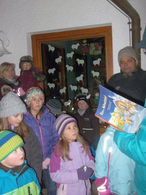 Foto zur Meldung: Adventsfenster am Kindergarten