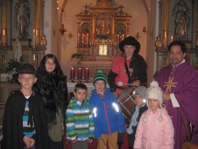 Foto zur Meldung: Auf dem Weg zur Krippe - Maria und Josef gehen ein Stück mit