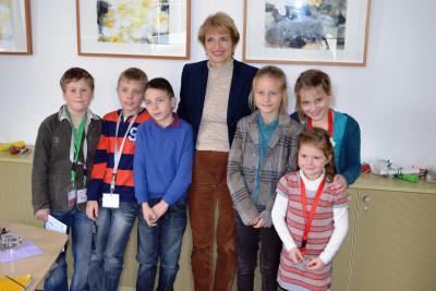 Foto zu Meldung: Reporterkids machen Überraschungsbesuch bei der Bildungsministerin Frau Dr. Martina Münch