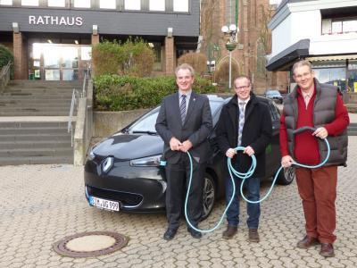Foto zu Meldung: Verbandsgemeinde Rheinböllen fährt nun elektrisch