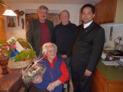 Foto zu Meldung: Zum 90. Geburtstag von Maria Holzer