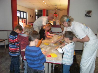 Foto zur Meldung: Weihnachtsbäckerei in der Backstube Echtermeier