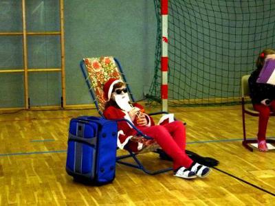 Foto zu Meldung: Unser Weihnachtsmusical Der Weihnachtsmann macht Urlaub