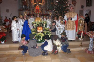 Foto zur Meldung: Das Licht von Bethlehem in der Pfarrkiche in Moosbach