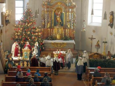 Foto zur Meldung: Sternsinger von Prackenbach und Krailing sammelten 2.745 € für die Ärmsten der Armen