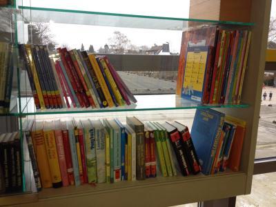 Foto zur Meldung: 70 neue Bücher für die Schulbücherei