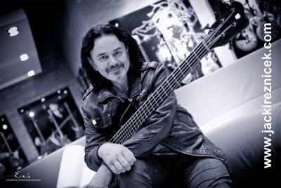Foto zu Meldung: Lernen von den ganz Großen: Bass- und Bandworkshop mit Jäcki Reznicek