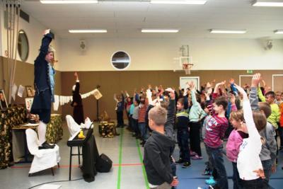 Foto zur Meldung: Klaviertheater SANTA in der Grundschule