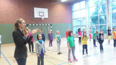 Foto zur Meldung: Hip Hop - Aufführung tanzender Dritt- und Viertklässler!