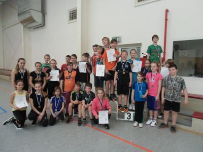 Foto zur Meldung: 24 Medaillen, ein Pokal und 8 Urkunden beim Hallensportfest vergeben
