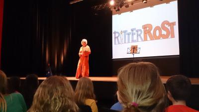 Foto zu Meldung: Sie erzählte, sang und siegte! Ritter Rost und Burgfräulein Bö