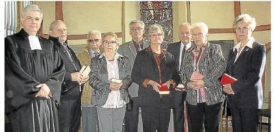 Foto zu Meldung: Ev. Kirchengemeinde: Acht Kameraden von einst feiern Diamantene Konfirmation