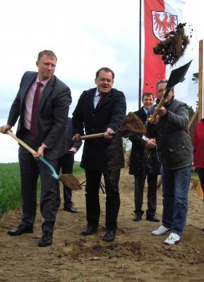 Foto zur Meldung: Erster Spatenstich für den Radweg Richtung Schopsdorf