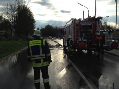 Foto zur Meldung: Verschmutzte Fahrbahn zwischen Vierkirchen und Pasenbach