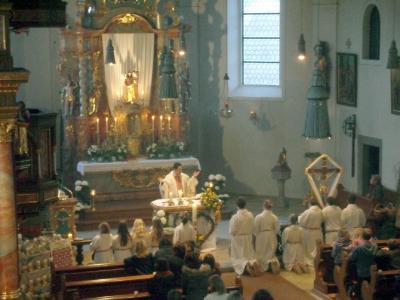 Foto zur Meldung: Feierliche Osternacht in St. Georg mit Osterfrühstück