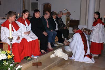 Foto zur Meldung: Fußwaschung zu Beginn der drei österlichen Tage – Entblössung des Hauptaltars als Zeichen der Trauer