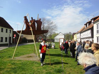 Foto zu Meldung: Geschichte und Geselligkeit beim Osterspaziergang 2014